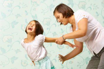 Материнская жестокость и агрессия к ребенку